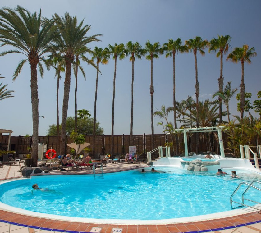 Piscina abora continental by lopesan hotels gran canaria